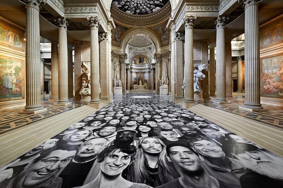 Le street artist JR entre au Panthéon