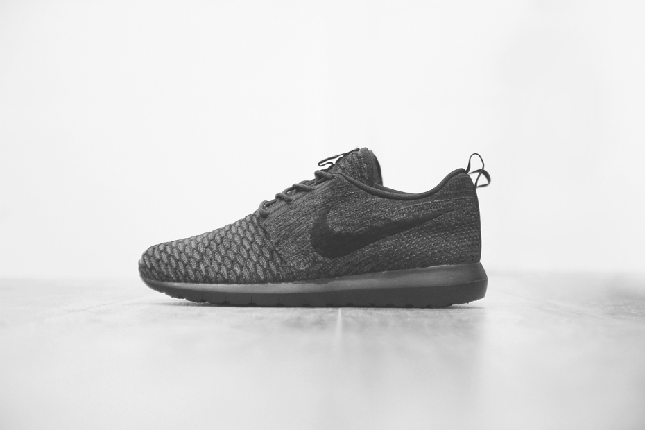 Nike Flyknit Roshe Run « Triple Black »