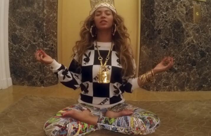 Le pull Playboy de Beyoncé est disponible chez Joyrich
