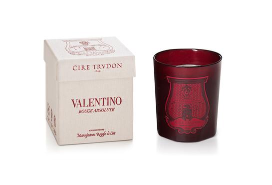 «Rouge Absolute», la bougie de Cire Trudon x Valentino