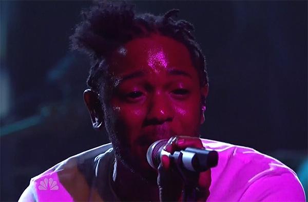 Kendrick Lamar livre une interprétation sensationnelle de son titre «i», sur le plateau du SNL!