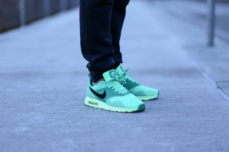 nike-air-max-tevas-green-glow-1