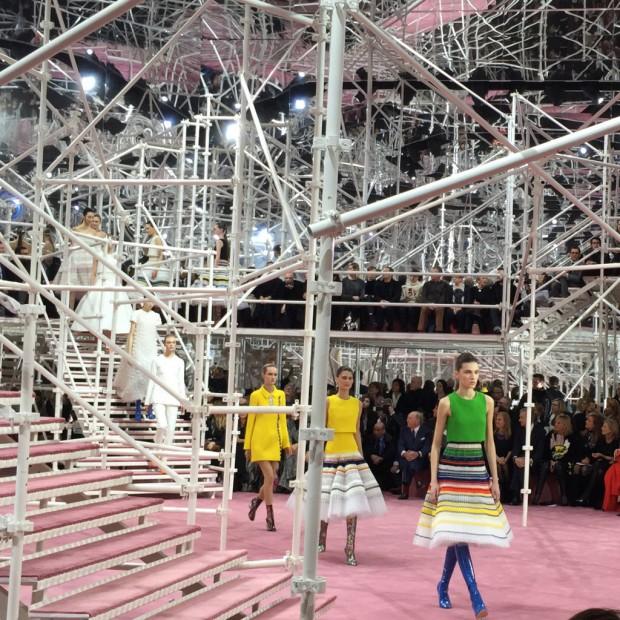 Dior Haute Couture : Un défilé aux inspirations sixties neo-futuriste