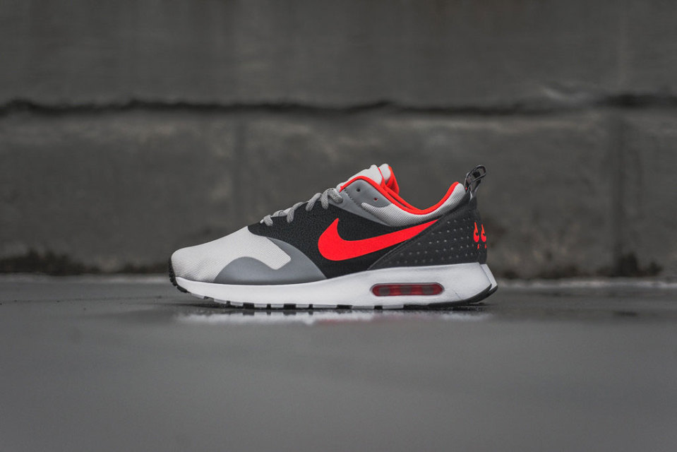 Nike Air Max Tavas «Grey/Bright Crimson»