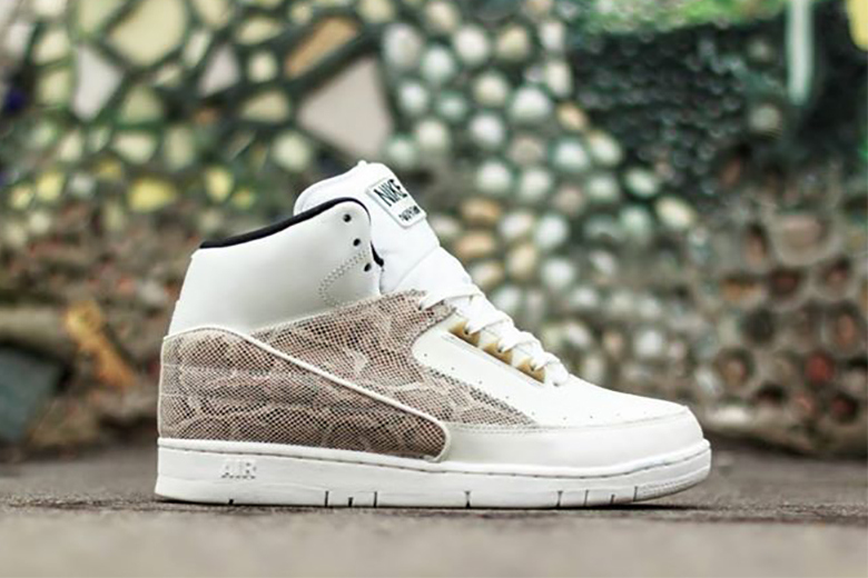 Nike Air Python Sail/Black-Metallic Gold