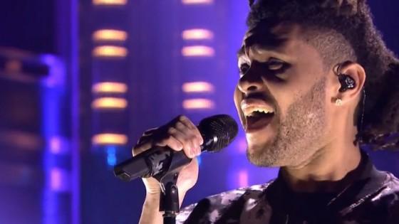 The Weeknd sur le plateau de Jimmy Fallon pour interpréter «Earned it»