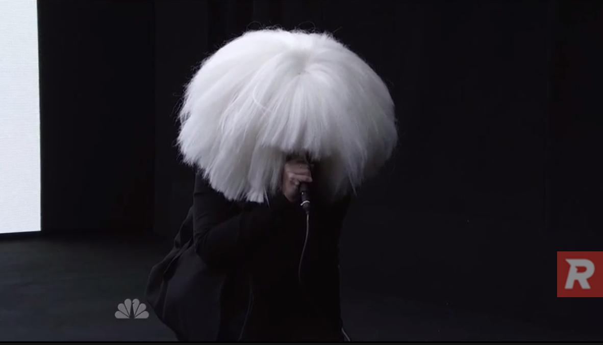Regardez Kanye West avec Vic Mensa et Sia pour Wolves au SNL