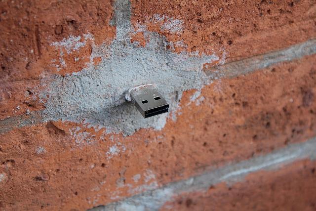 Dead Drops : des murs 2.0