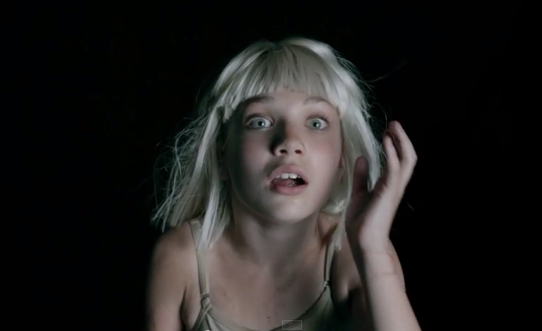 Sia présente son dernier clip avec Maddie Ziegler !
