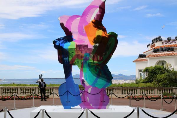 La sculpture «Coloring Book» de Jeff Koons vendue 13,2M$ à Cannes