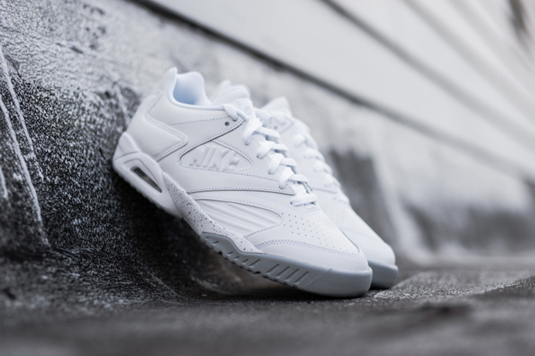 Nike dévoile une Air Tech Challenge IV Low «White/Wolf Gray»