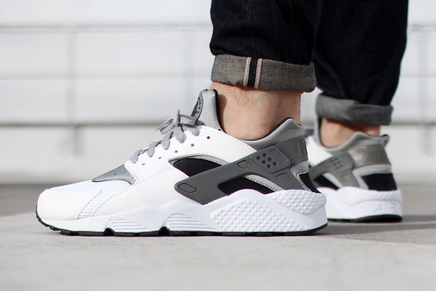 Aperçu de la Nike Air Huarache White / Wolf Grey-Black