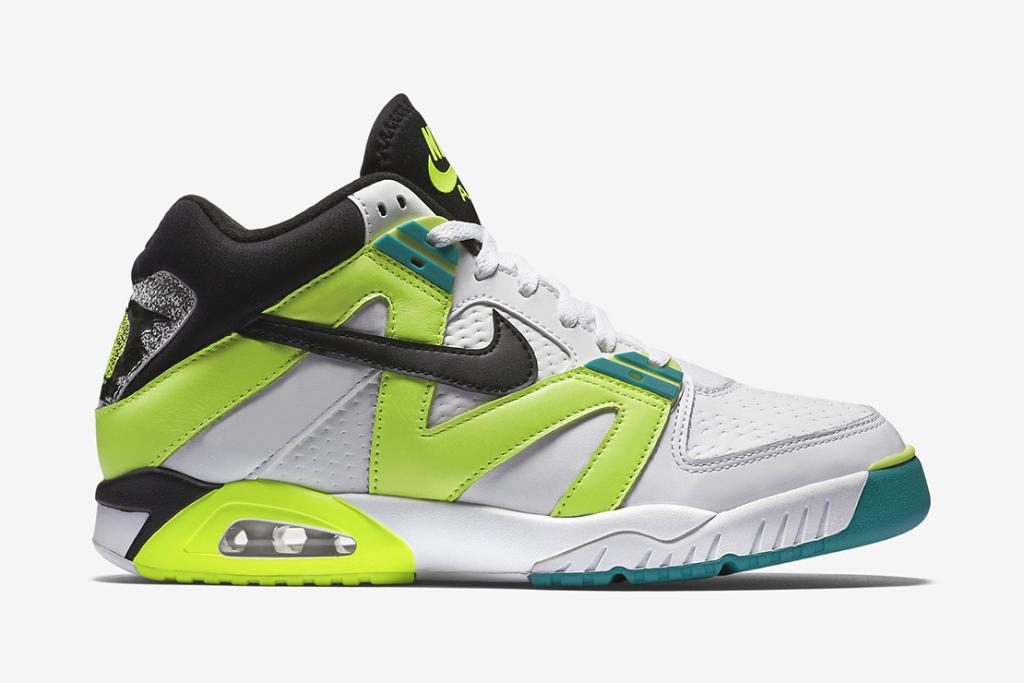 La Nike Air Tech Challenge III fait son retour avec l'édition «Radiant Emerald»