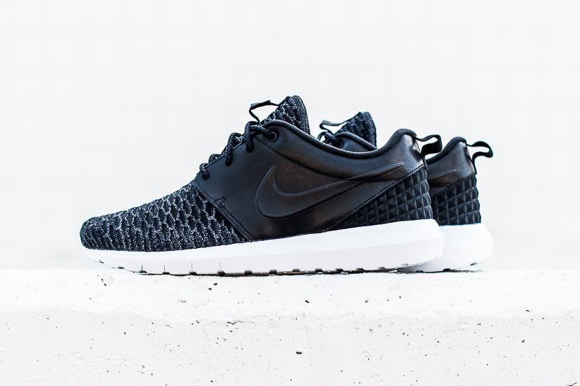 Une nouvelle Nike Roshe NM Flyknit Premium Black/Black