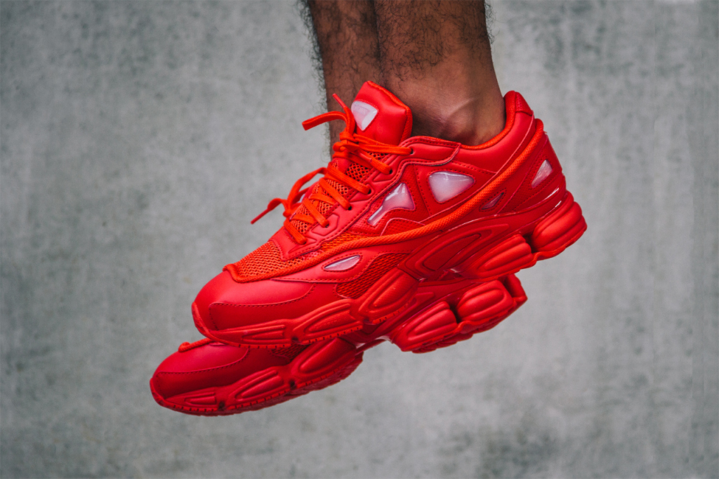 Raf Simons x adidas Consortium : une nouvelle collab' nommée Ozweego 2 «Red»