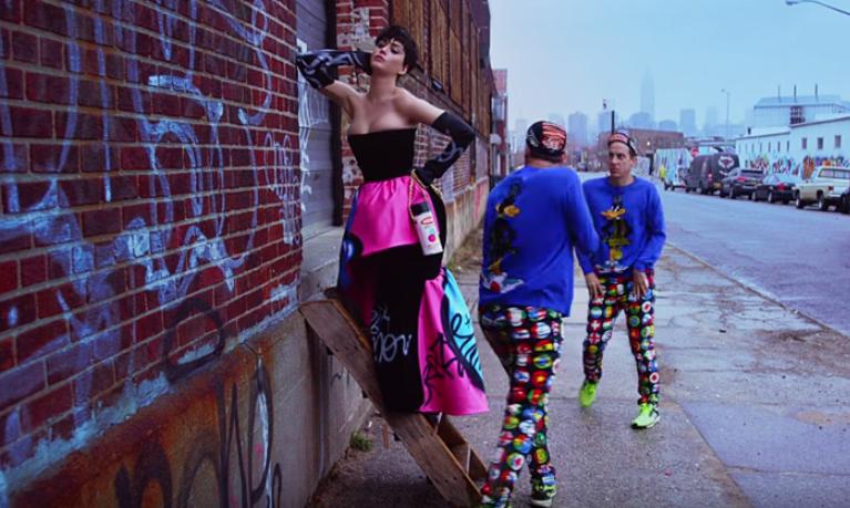 Moschino met en scène Katy Perry et Jeremy Scott dans un clip décalé