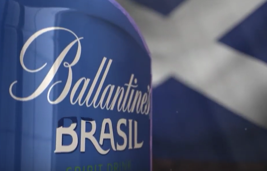 Fernando Volken Togni x Ballantine's pour une bouteille en ultra limité