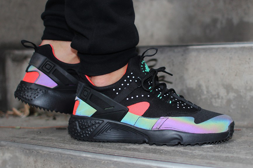 Alerte sneakers addict : Une nouvelle Nike Air Huarache Utility PRM «Bright Crimson»