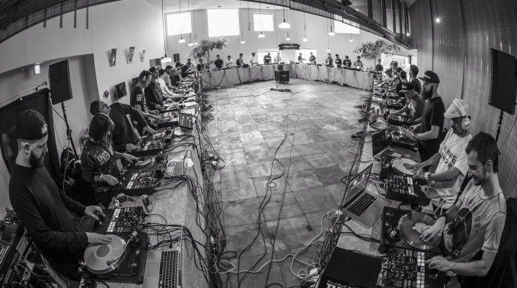 40 DJs + RedBull = Record de la plus grande session de scratch