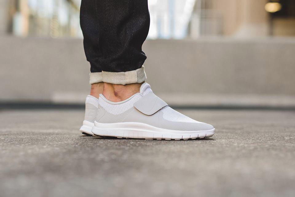 Nike dévoile une nouvelle Free Socfly «Pure Platinum/White»