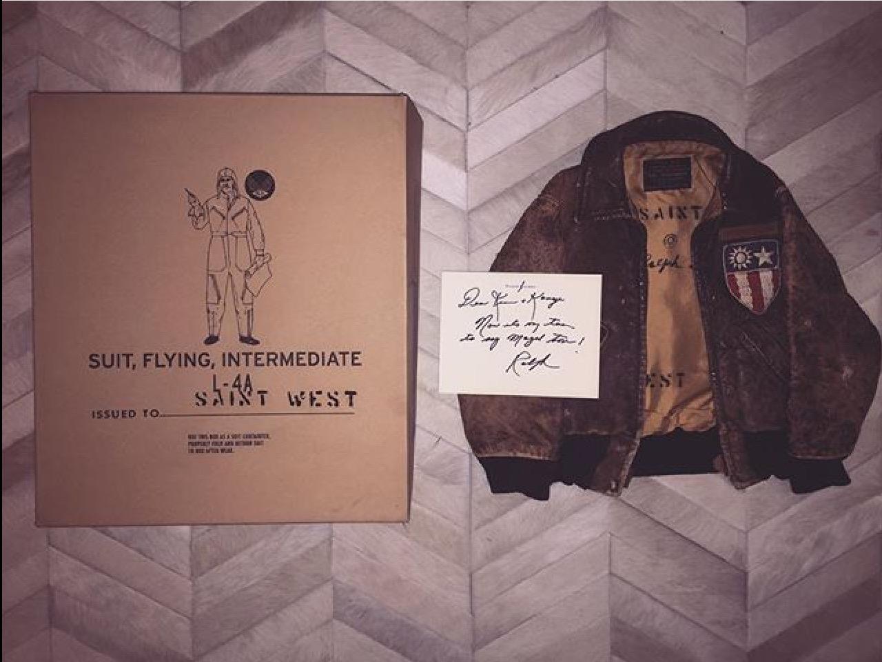 Lorsque Ralph Lauren offre une veste d'aviateur à Saint West