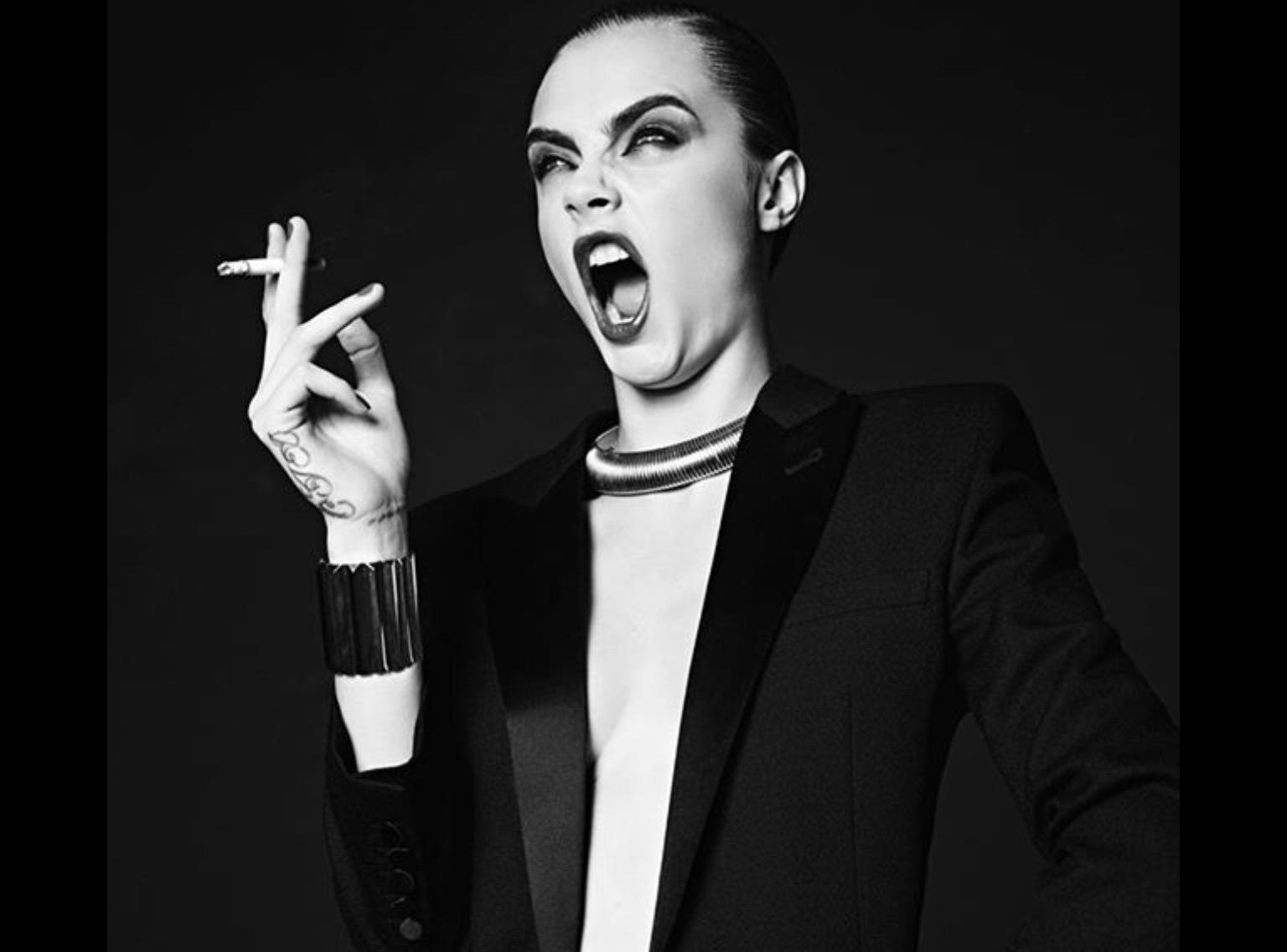 Cara Delevingne, éblouissante dans la nouvelle campagne de Saint Laurent Paris