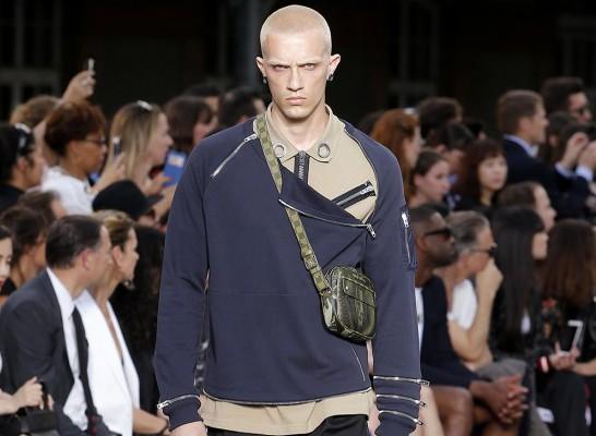 Givenchy fait un retour dans les années 2000 avec la collection Printemps/Eté 2017