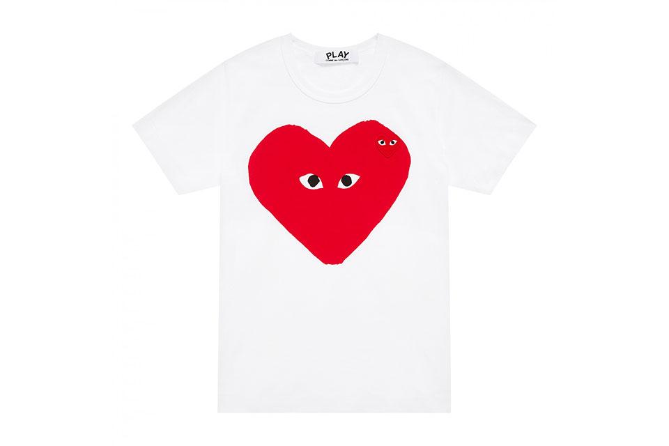 COMME des GARÇONS lance une collection de «Big Heart» T-shirts