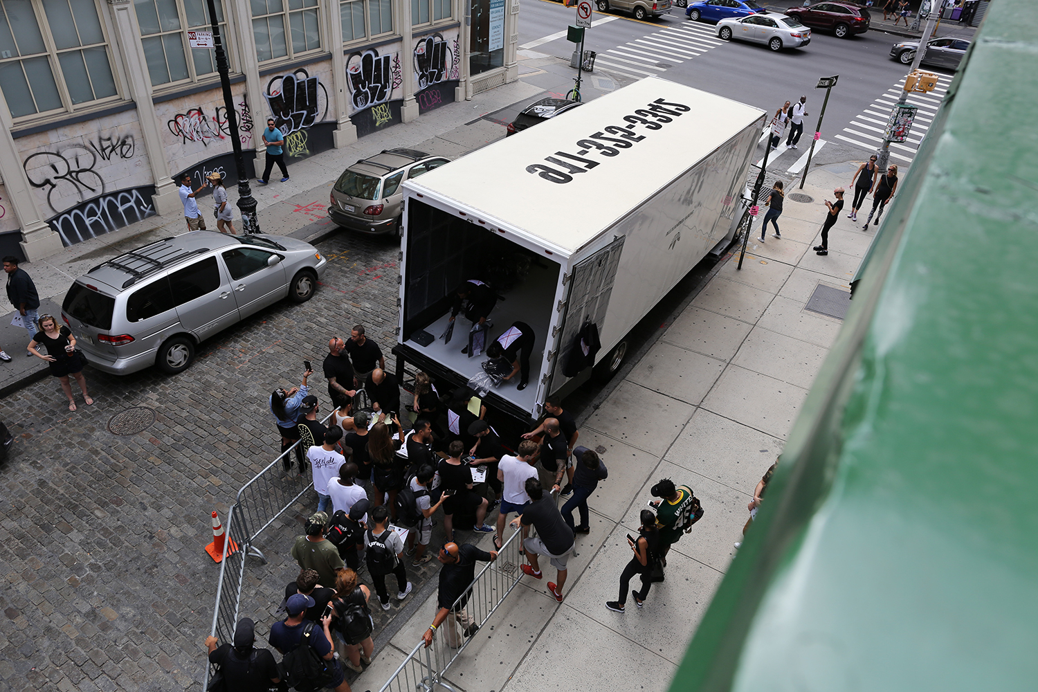 Les pop-up trucks d'Adidas by Alexander Wang arrivent