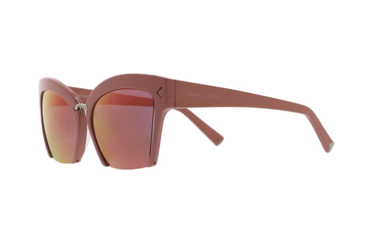 Kendall et Kylie Jenner dévoilent une nouvelle gamme de lunettes pour le printemps 2017