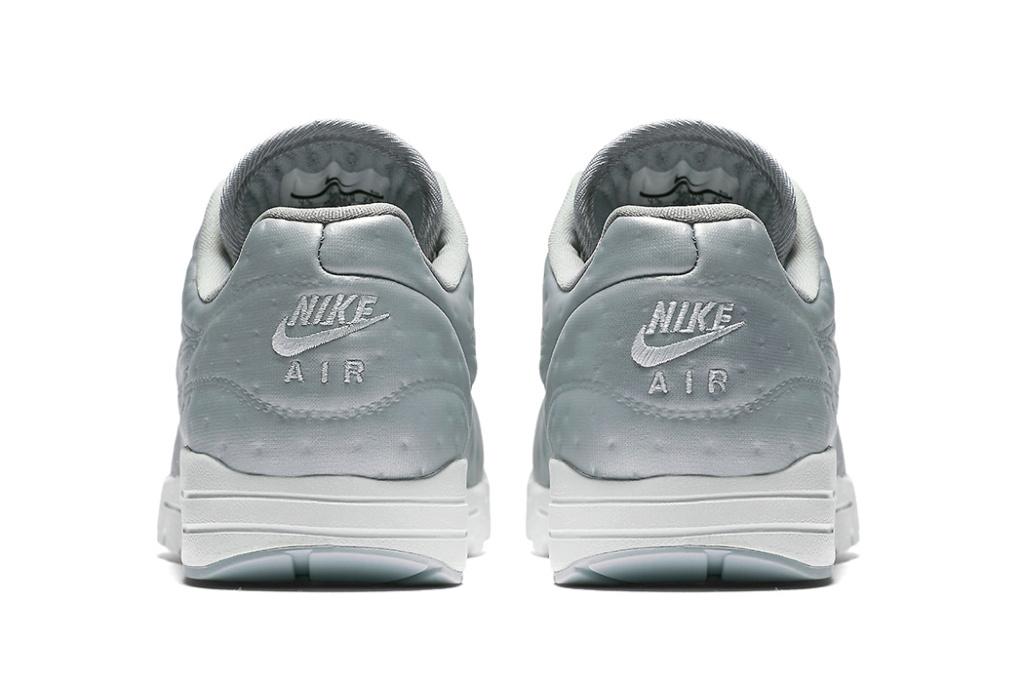 C'est au tour de la Nike Air Max 1 Premium d'adopter l'argenté